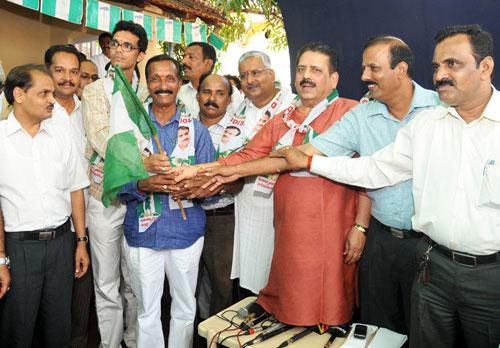 Mangalore: BJP corporator Mohan Padil joins JD(S)