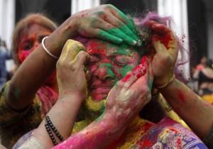 356215-indian-lathmar-holi-festival-barsana-village-uttar-pradesh