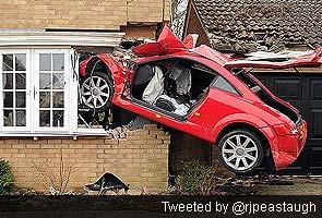 Audi_crash_at_home_295
