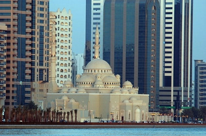 13292_sharjah_mosque_and_skycrapers