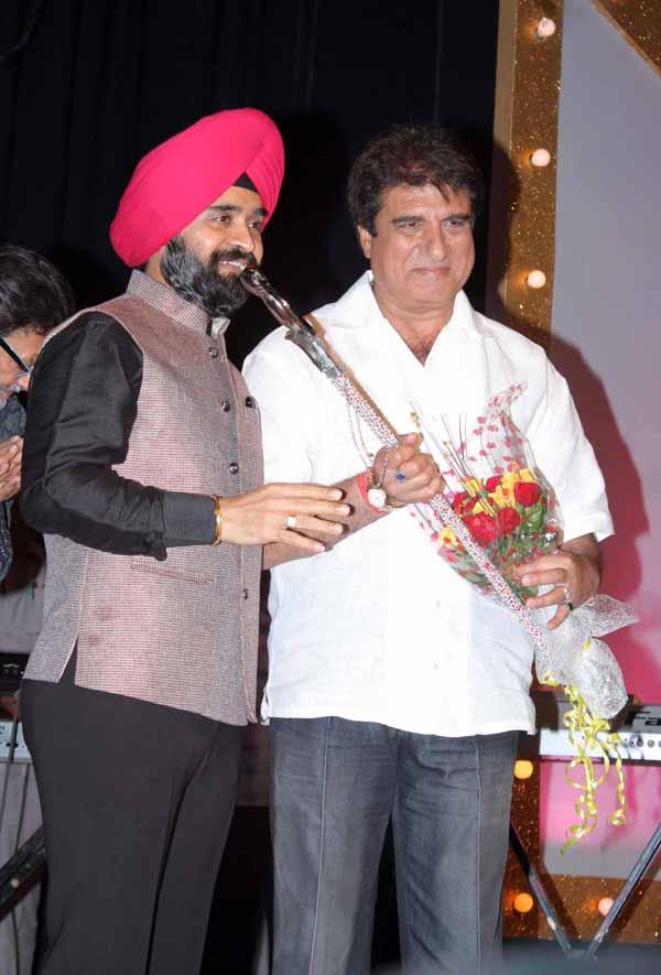 13_RZ_Charan Singh Sapra with Raj Babbar at Baisakhi Di Raat