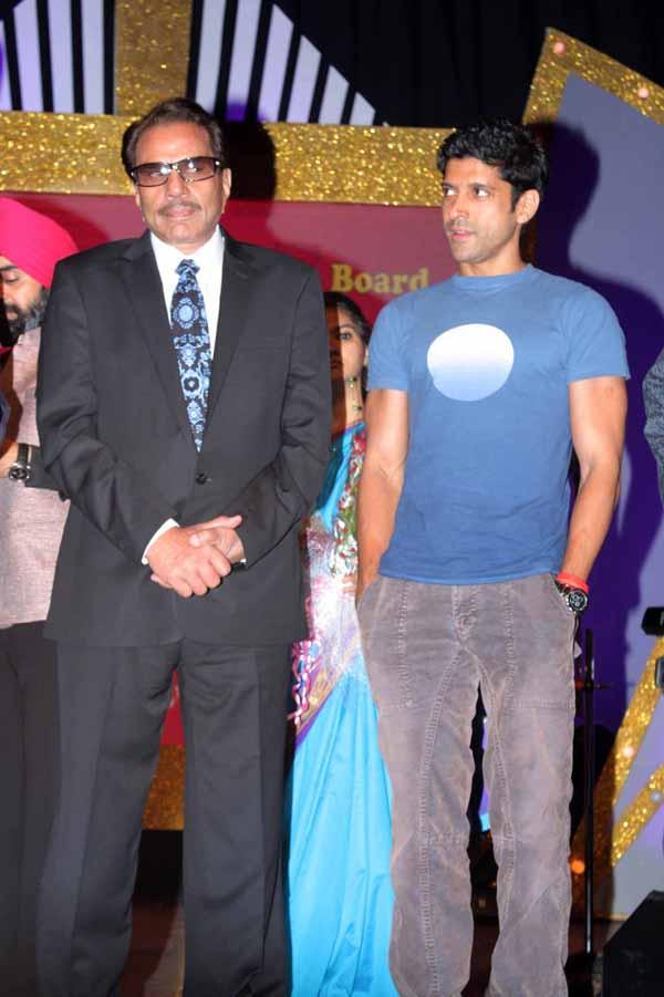 13_RZ_Dharmendra with Farhan Akhtar at Baisakhi Di Raat