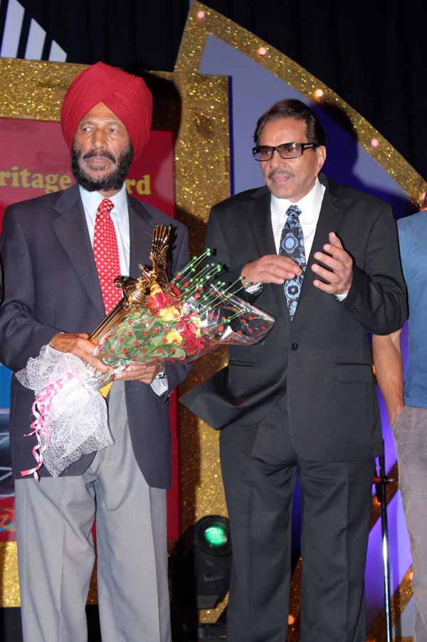 13_RZ_Milkha singh with Dharmendra at Baisakhi Di Raat