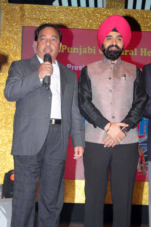 13_RZ_Narayan Rane And Charan Singh Sapra At Baisakhi Di Raat