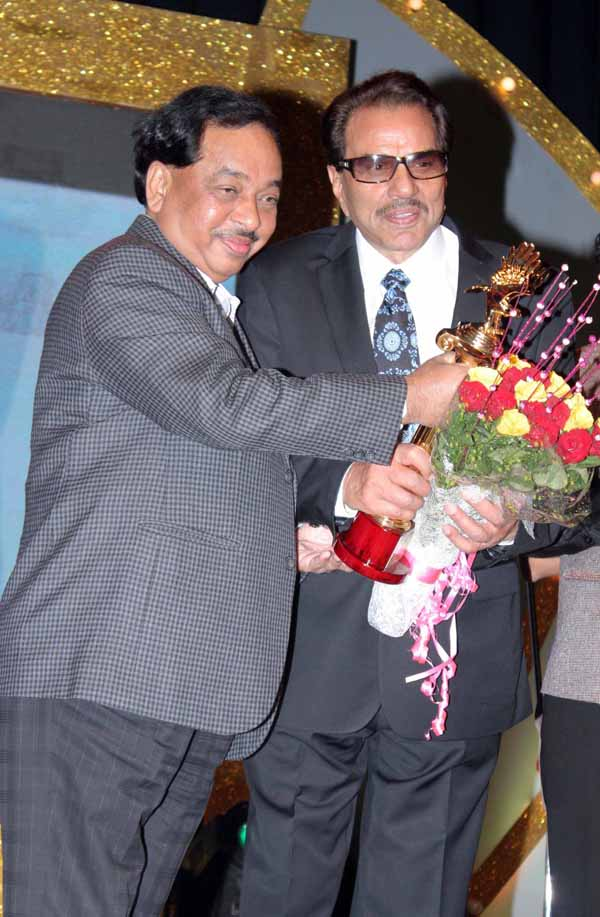 13_RZ_Narayan Rane with Dharmendra at Baisakhi Di Raat