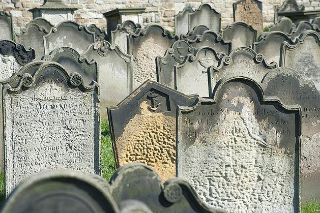 629px-Old-headstones