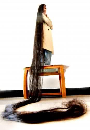 965417_woman-longest-hair-1_jpg043b944bb5c30a68aedf96887d261a9c