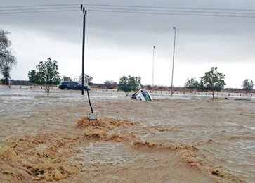 More-rainfall-adds-to-flooded-wadis-in-Oman-30-rescued-from-Ibri_blockhomeimage