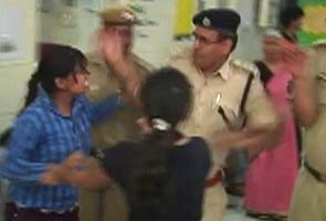 police_slaps_girl_hospital_295