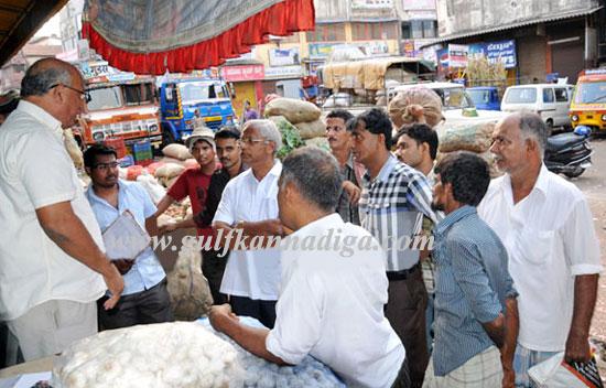 Lobo_Visit_to_Market_M