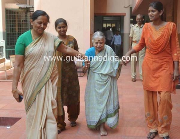 karnataka-voting-201304