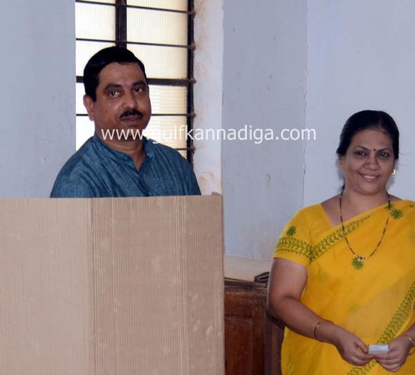 karnataka-voting-201305