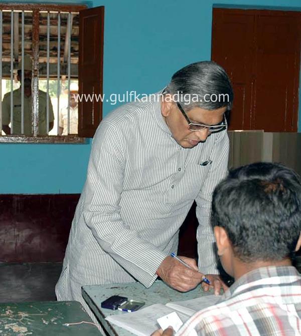 karnataka-voting-201306