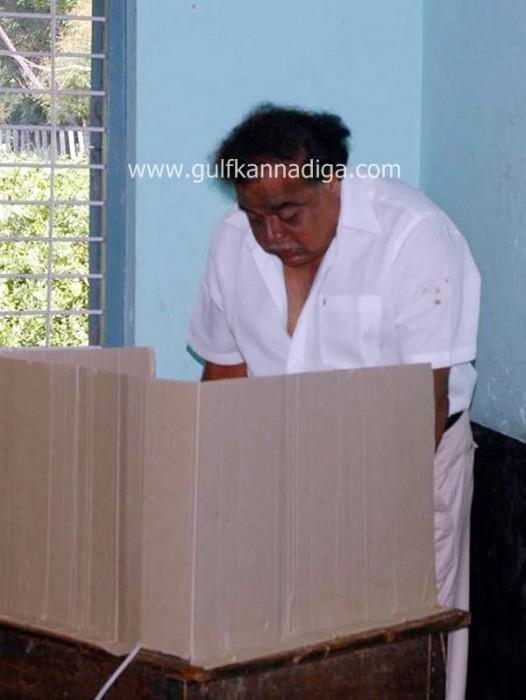 karnataka-voting-201307-526x700