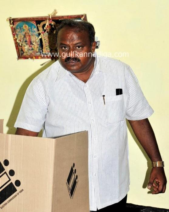 karnataka-voting-201309-557x700