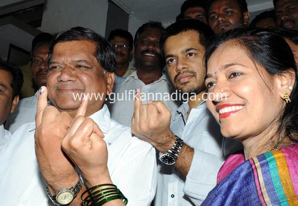 karnataka-voting-201314