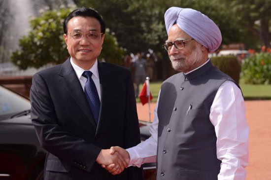 Chinese Premier Li Keqiang shakes hands with Manmohan Singh during an official welcoming ceremony at Rashtrapati Bhavan in New Delhi on Monday.
