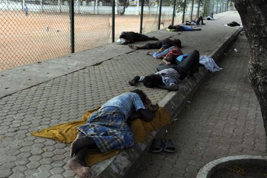 people-sleeping-on-putpath