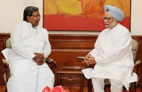 The Chief Ministers of Karnataka, Shri Siddaramaiah meeting with the Prime Minister, Dr. Manmohan Singh, in New Delhi on May 16, 2013.