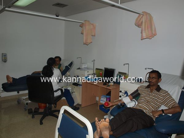 uae bunts blood camp-2013 013