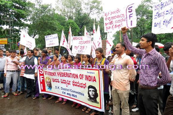 StudentRap_Sfi_protest_1