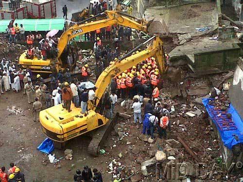 mumbra-building-collapse