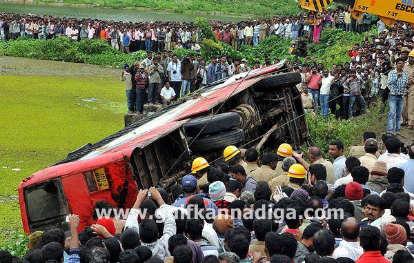 Hassan-accident-beluru-2013-008