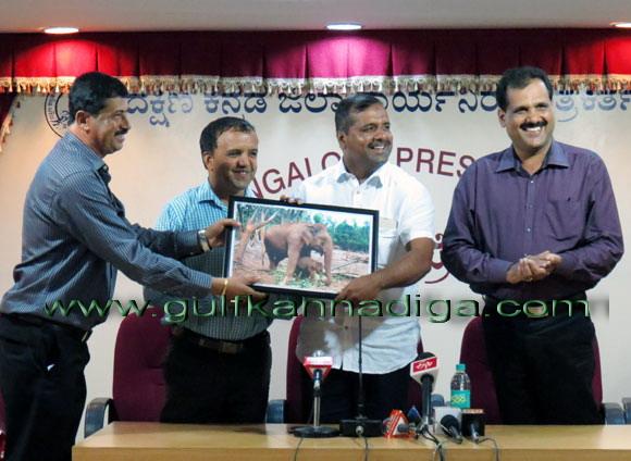 Khadar_Meet-da_press_2