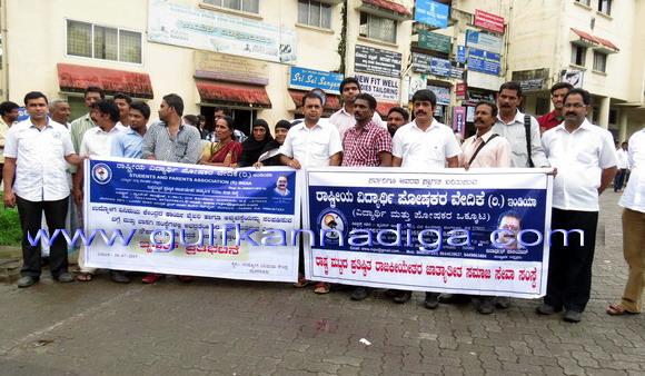 Parents_association_protest_1