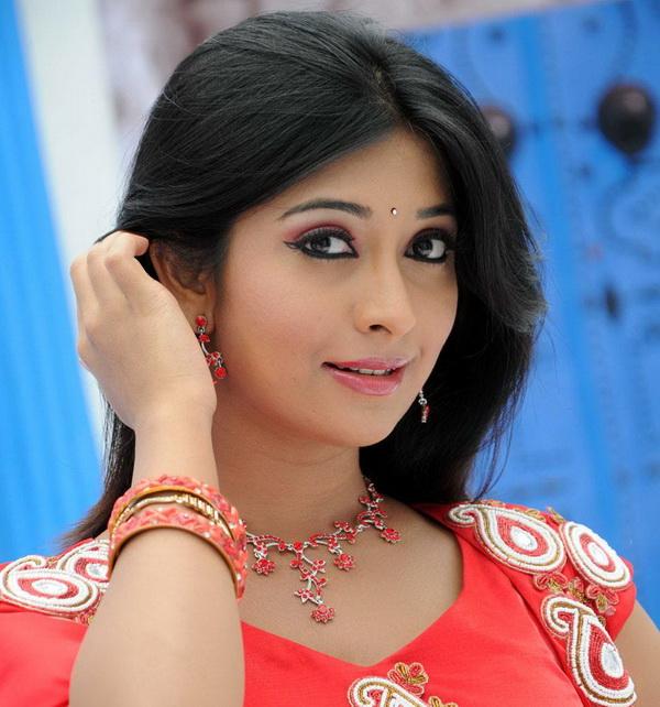 Radhika_Pandit