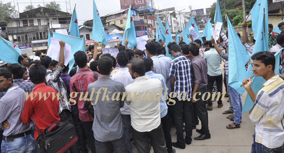 campus_front_protest_3
