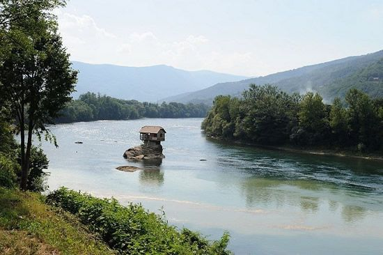 house-on-Drina-River3