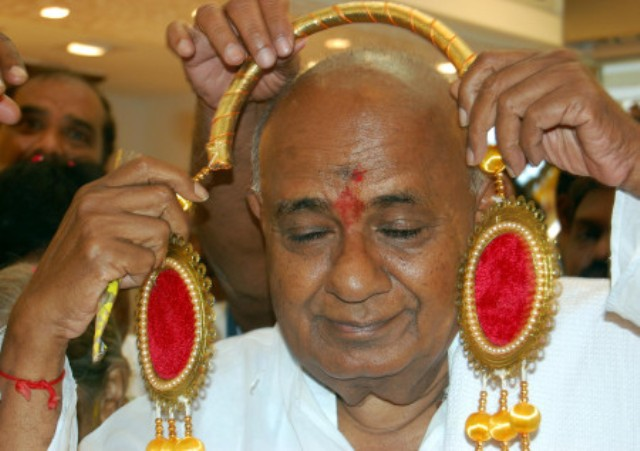 JDS National President HD Devegowda at the inauguration of Sree Sai Gold Palace on DVG Road in Bangalore on Thursday. ?KPN