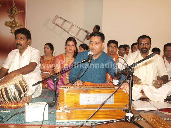 Varamahalakshmi dubai-2013-019