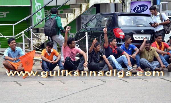 Vhp_bajaranga_protest_2