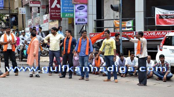Vhp_bajaranga_protest_3