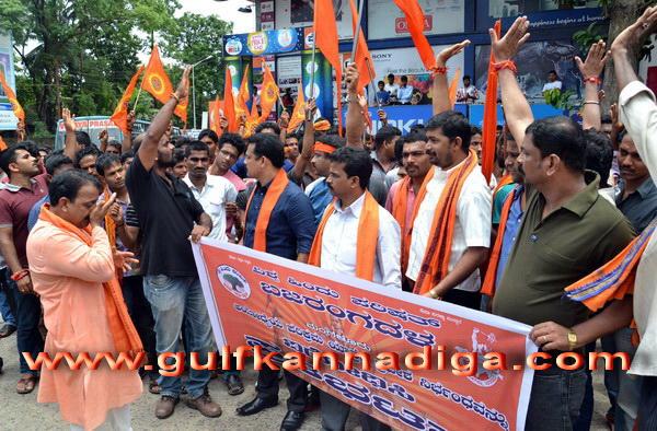 Vhp_bajaranga_protest_4
