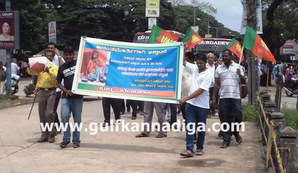 Kundapura-bjp-protest-sept-22-2013-002