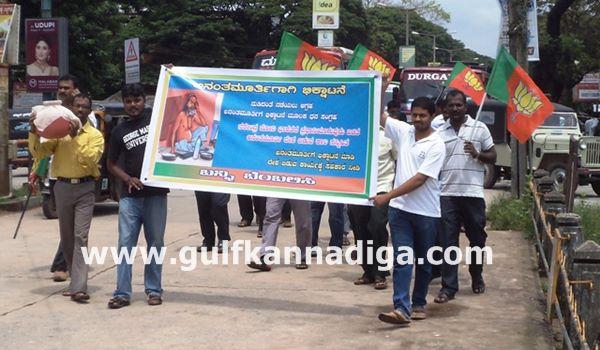 Kundapura-bjp-protest-sept-22-2013-003