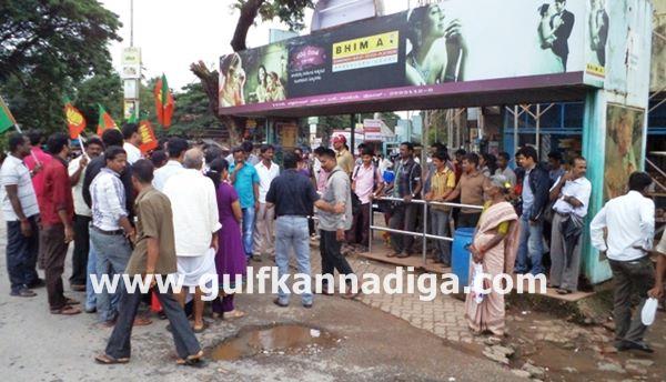 Kundapura-bjp-protest-sept-22-2013-025