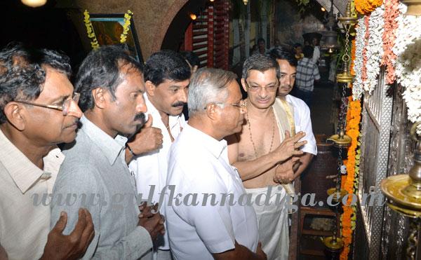lobo_visit_sharav-temple