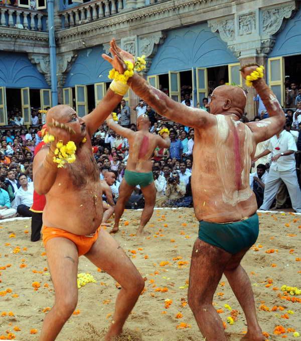 Ваджра-Мукти (Ваджра-Мушти - Vajra-mushti ): Индийское ритуальное БИ