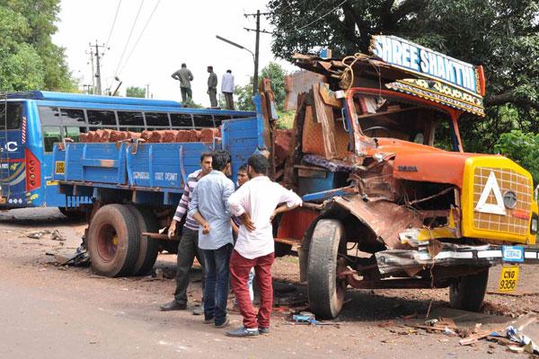 Bus- Lorry Collision Four Injured