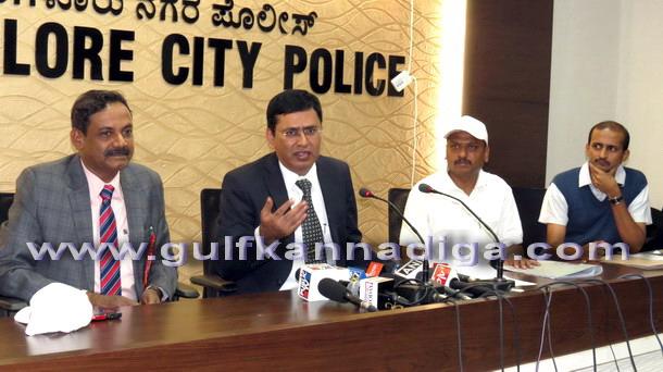 Police_comisnr_press_2