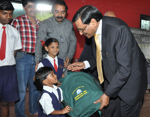 Corporation Bank Distributes School Bags to Students at Thane