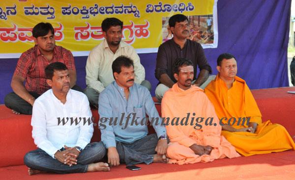 Jagruthi Vedike staged a day long hunger strike against Made Snana