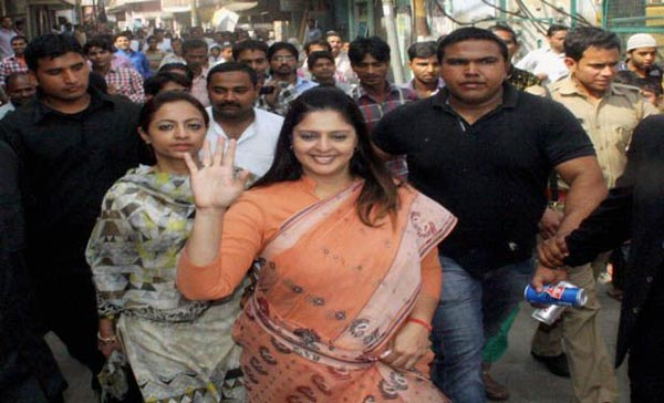 """""""I wasn't kissed, it's a conspiracy""""; says actor turned politician Nagma"""