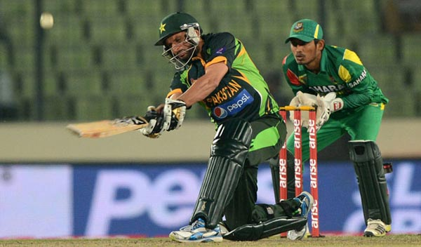 Shahzad, Afridi take Pakistan to Asia Cup final