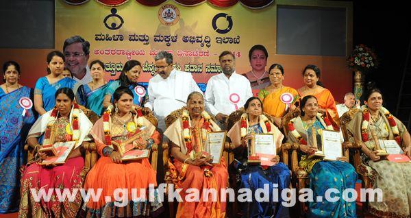 Bang Kitturu Rani award_May 26_2014-002