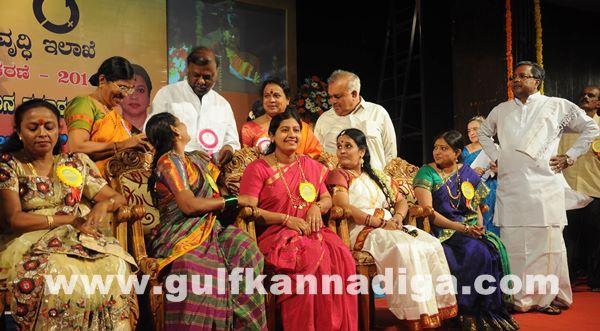Bang Kitturu Rani award_May 26_2014-003